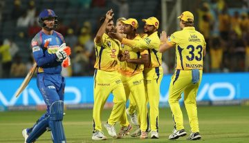 CSK celebrating their win