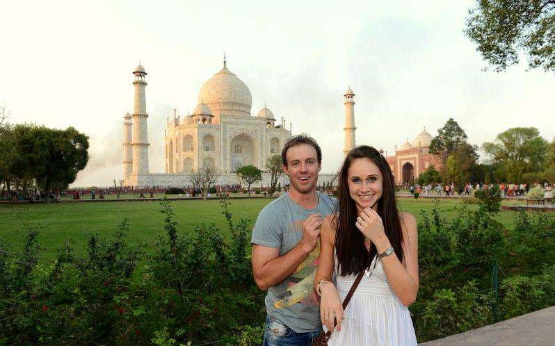 AB villiers with wife at Taj Mahal