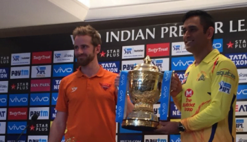 Dhoni, Willaimson with IPL 2018 Trophy