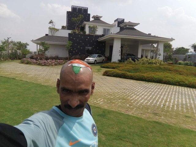 Sudhir Gautam, at dhoni farm house